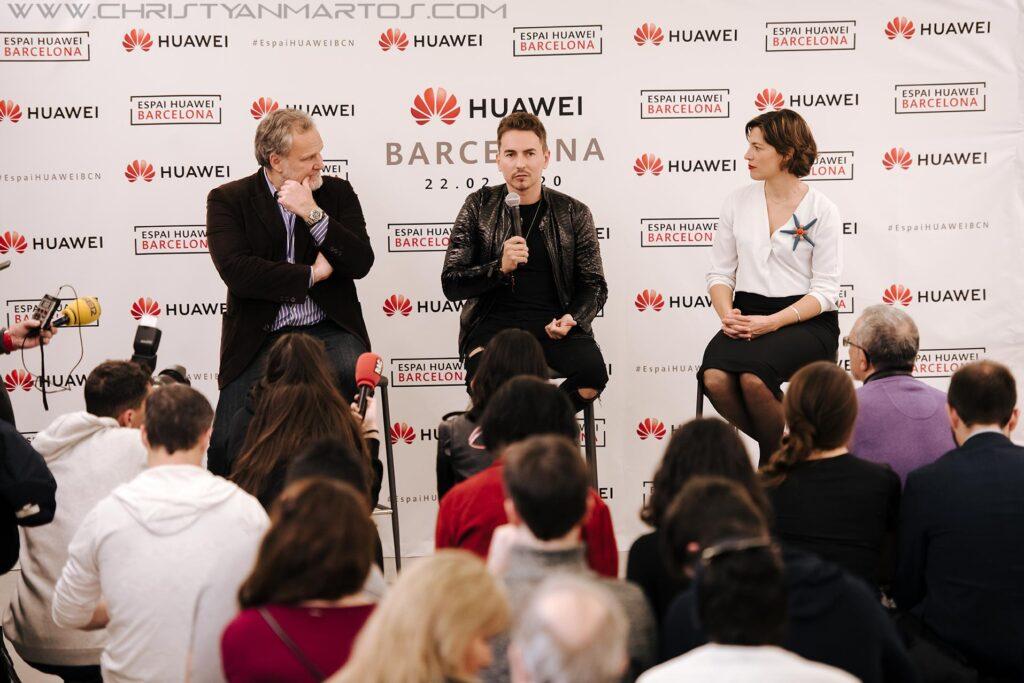 Jorge Lorenzo inauguró el Espai Huawei Barcelona, huawei barcelona, huawei plaza catalunya, jorge lorenzo, piloto de motos,